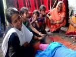 तीन दिन से घर में पड़ा है मां का शव, मदद की उम्मीद लिए रो रहे हैं बच्चे