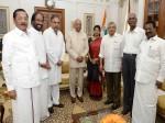 तमिलनाडु में सियासी संकट, राष्ट्रपति रामनाथ कोविंद से मिले विपक्षी नेता