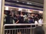 Viral Video: ट्रेन के नीचे फंसा युवक, लोगों ने बचाने के लिए पूरी ट्रेन पलट दी