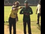 देखेंः पाकिस्तान से जाते-जाते इस गेंदबाज को गेंदबाजी सिखा गए इमरान ताहिर