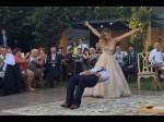 Video: शादी में दुल्हन ने किया ऐसा KISS कि हवा में लटक गया दूल्हा