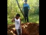 दो भाईयों से जबरदस्ती खुदवाई उन्ही की कब्र, उसी में लिटा मारी गोली, शवों को जला दिया