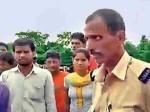 बिहार: पुलिस वाले नदी में फेंक रहे थे लाश, तभी पहुंच गए गांव वाले