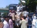 CM योगी से मिलने गए सैकड़ों शिक्षामित्र गिरफ्तार, अंतिम सांस तक लड़ने की दी चेतावनी