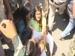 BHU में छात्राओं पर लाठीचार्ज के खिलाफ उतरी ABVP, HRD मंत्रालय के सामने हंगामा
