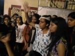 BHU में छात्राओं पर लाठीचार्ज, लोगों ने कहा बेटी पढ़ाओ, बेटी बचाव, हक मांगे तो डंडा बरसाओ