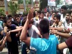 VIDEO: BHU छात्रों के प्रदर्शन ने लिया उग्र रूप, दो गुटों के बीच मारपीट से मामला और गरमाया