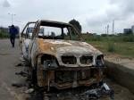 कार में अचानक लग गई आग और जिंदा जल गए तीन दोस्त, सेंटर लॉकिंग के चलते नहीं खुले दरवाजे
