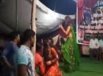 VIDEO: रामलीला में कहीं नहीं दिखेंगे राम, वीडियो बनाने वाले पत्रकार की राक्षसों ने की पिटाई