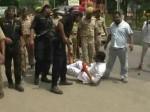 VIDEO: बच्चों की मौत पर सपा कार्यकर्ताओं ने काटा बवाल, कानपुर में योगी का रोका रास्ता