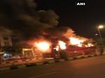 सूरत में पाटीदारों का हंगामा, दो बसों में लगाई आग, पुलिस ने किया लाठी चार्ज