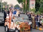 भारतीय ड्रेस में शिंजो और उनकी पत्नी, मोबाइल से यादगार लम्हे को किया कैद