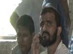 बिहार: थाने में मोबाइल पर बात कर रहा आतंकी! फोटो वायरल