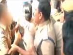 VIDEO: महिला पुलिसकर्मी को अभद्र तरीके से छूते कैमरे में कैद हुए एसीपी
