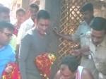 कड़ी सुरक्षा में मंदिर जाकर एमएस धोनी ने की पूजा, फिर हमर से पहुंचे एयरपोर्ट