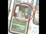Video: हुक्का पीकर बस चला रहा था ड्राइवर, गंवानी पड़ गई नौकरी