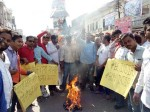 PICs: बाजारों में चीनी आइटम्स की होली जलाकर व्यापारियों ने मनाई दिवाली