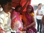 PICS: प्रसव पीड़ा से अस्पताल में तड़पती रही महिला, डॉक्टर ने देखा तक नहीं