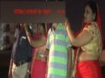 VIDEO: करवा चौथ का व्रत रखकर पत्नी ने गजब का प्रॉमिस ले लिया, रात को ही पति ने पहनकर दिखाया