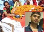 करवाचौथ के दिन पत्नी ने शहीद पति को तिलक कर दी अंतिम विदाई