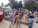 बिहार: दवा कारोबारी की हत्या के बाद भीड़ का थाने पर हमला, 1 की मौत. 15 पुलिसकर्मी घायल