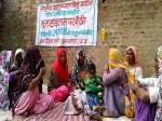 VIDEO: भूख हड़ताल पर बैठी शहीद की पत्नी, CM योगी से मांग रही पति की शहादत का हक