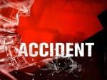 यूपी: कोहरे के चलते ट्रक से भिड़ी डीएम की कार, दूसरे हादसे में युवक की मौत