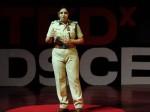 Video: महिला आईपीएस ने बताया कैसे पुलिस अधिकारी राजनेताओं के दबाव में करते हैं काम