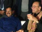 केजरीवाल के डिनर में शामिल हुए जेटली, कांग्रेस का तंज-बदले बदले सरकार नजर आते हैं