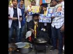 पीएम मोदी के बेरोजगारी पर दिए बयान के विरोध में एनएसयूआई का 'पकौड़ा प्रोटेस्ट'