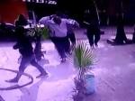 VIDEO: ड्राइवर-कंडक्टर को तीन युवकों ने जमकर पीटा, होटल में तोड़फोड़