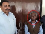 मेरठ: 15 हजार रुपए की रिश्वत लेते आवास विकास के बाबू गिरफ्तार