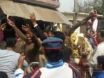 यूपी: पुलिस कर्मियों ने कराई गरीब युवक की शादी, सब जगह होने लगी तारीफ