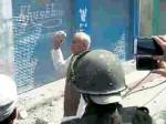J&K: अतिक्रमण अभियान में आई बेटों की दुकानें तो भाजपा मंत्री ने पुलिस को मारने के लिए उठाया पत्थर