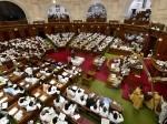 मीडिया पर बैन के बाद यूपी विधानसभा में जबरदस्त हंगामा, कार्रवाई स्थगित