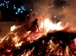 जलती होलिका की आग से गुजरा मथुरा का पंडा, देखिए वीडियो