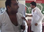 जीत की खुशी मना रहे सपाई आपस में भिड़े, हाथापाई का वीडियो वायरल