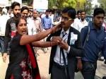 VIDEO: अय्याश पति को बीच सड़क पर धुना फिर कॉलर पकड़कर खींचते ले गई पत्नी