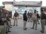अवैध हथियार की सूचना पर प्रधान के घर पर छापा, ग्रामीणों ने पुलिस पर बोला हमला, तोड़ डाली गाड़ियां