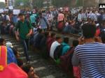 #railroko: खत्म हुआ मुंबई में छात्रों का धरना, पटरी पर लौटी लोकल