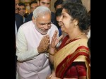 कौन हैं वो महिला, जिसे PM मोदी झुककर कर रहे हैं नमस्कार, बड़ी-बड़ी हस्तियों के साथ खिंचवाई तस्वीरें