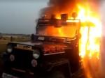 गोरखपुर: बाप-बेटे की गोली मारकर हत्या, गांववालों ने जलाई पुलिस जीप