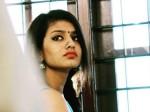 VIDEO: प्रिया प्रकाश का हुआ ब्रेकअप, 'दिल पर पत्थर रख' सुनाई दास्तां
