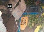 आंध्र प्रदेश: आम से भरा ट्रक खाई में जा गिरा, 7 की मौत और 20 घायल