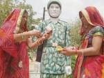 बहन ने शहीद भाई की मूर्ति पर बांधी राखी, दिया बेटी की शादी में आने का न्योता