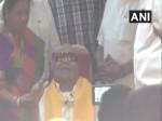 95 साल के हुए करुणानिधि, DMK ने मनाया जश्न, पीएम ने भी दी बधाई