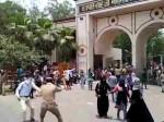 कानपुर: कुलपति का घेराव करने पहुंचे छात्र, पुलिस ने भांजी लाठियां
