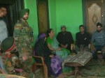 रक्षा मंत्री निर्मला सीतारमण पहुंचीं शहीद औरंगजेब के घर पुंछ, परिवारवालों से की मुलाकात