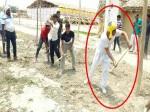 योगी सरकार में कैबिनेट मंत्री भी हैं बेबस, फावड़ा उठा खुद बनाई घर तक सड़क