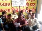 काम नहीं होने का आरोप लगाते हुए बीजेपी नेता चेयरमैन के खिलाफ बैठा धरने पर